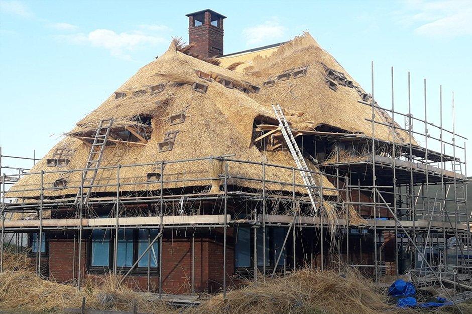 JCVANKESSEL Bouw - Traditionele villa riet dekken