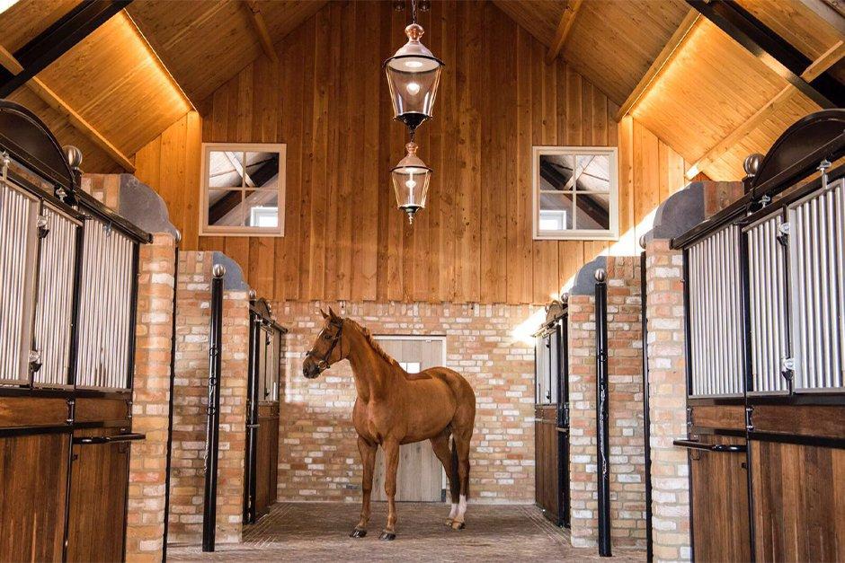 JCVANKESSEL Bouw klassieke paardenstal