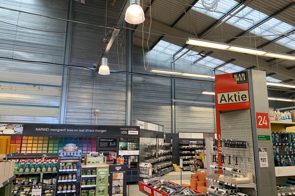 Karwei bouwmarkt Breda - Stofwand geplaatst